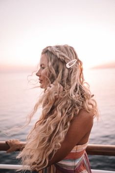 Snap Hair Clip Big barrette wavy beach hairstyle braid Girlfriend is Better Long Face Hairstyles, Summer Hairstyles, Braided Hairstyles, Hairstyle Braid, Curly Haircuts, Beach Hairstyles For Long Hair, Hairstyles 2016, Formal Hairstyles, Natural Wavy Hairstyles