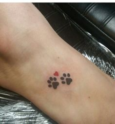 Paw prints and a heart for my peanut-butter RIP (upper right foot )2016  Tattoo-Ideen