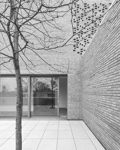 Haus Z by Bayer % Strobel architekten. Beautiful sober brick architecture.
