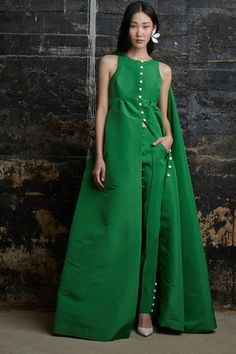 See the 5 best looks from every show at New York Fashion Week Fall Green Fashion, High Fashion, Fashion Show, Womens Fashion, Fashion Design, Runway Fashion, Fall Fashion, Fashion Week 2015, New York Fashion