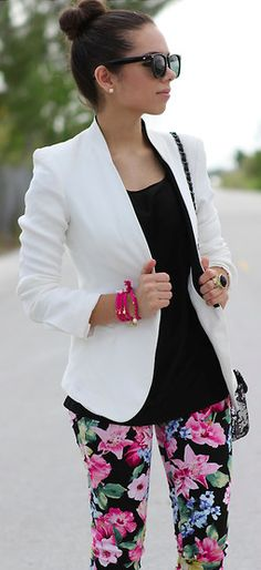White blazer and black floral pants outfit Casual Outfits, Cute Outfits, Fashion Outfits, Womens Fashion, Fashion Trends, Blazer Fashion, Ladies Fashion, Work Fashion, Fashion Looks