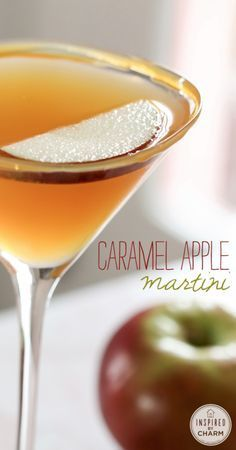 The BEST Fall Cocktail - Caramel Apple Martini - 3 ingredients Carmel Apple Martini, Carmel Vodka Drinks, Caramel Vodka, Caramel Apples, Caramel Martini, Apple Caramel, Vodka Recipes, Martini Recipes, Margaritas