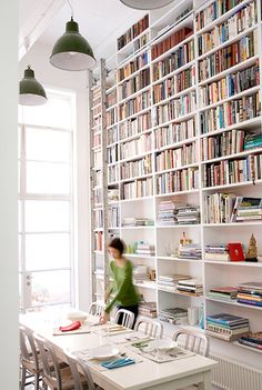 Floor to celing bookselves- Love!
