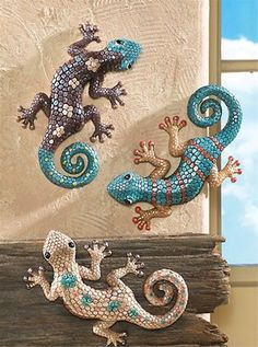 Omg Brent would love these on the house! 3 Desert Colored Hand Painted Gecko Lizards Southwest Wall Art Home Decor Southwest Home Decor, Southwestern Decorating, Southwest Art, Southwest Style, Wall Hanging Designs, Decoration Ikea, Desert Colors, Rich Colors, Mosaic Animals