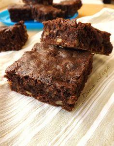 Brownie dióval és banánnal Minden, Blondies, Deserts, Muffin, Recipes, Foods, Caramel, Food Food, Food Items