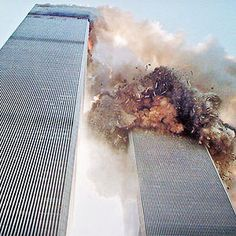 South Tower Of The World Trade Center Collapsing World Trade Center Collapse, World Trade Center Nyc, Trade Centre, 911 Twin Towers, Challenger Explosion, Building Fails, America Attack, 911 Never Forget, 911 Photos