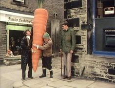 "Last of the Summer Wine - Episode Greenfingers - The carrot they ""borrowed. British Sitcoms, British Comedy, Comedy Tv, Comedy Show, Last Of Summer Wine, English Comedy, Are You Being Served, 1970s Childhood, Best Series"