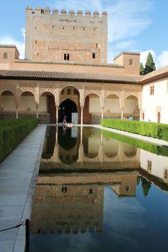 Unterwegs mit El Torito auf einer VIP Führung durch die Alhambra von Granada.