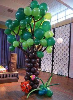 Balloon tree with balloon tiger Ballon Decorations, Balloon Centerpieces, Party Decoration, Birthday Decorations, Balloon Tree, Balloon Crafts, Balloon Flowers, Balloon Ideas, Jungle Party