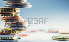 Monedas de euro. Euro dinero. currency.Coins euro apilan unos sobre otros en diferentes posiciones.