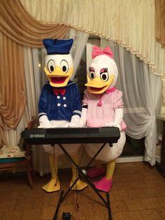 Associazione Ape Event'S: è arrivato anche Donald Duck! Ora Daisy e Donald Duck sono a vostra disposizione per feste di compleanni per bambini, eventi, ecc. Prenotateli chiamando al: 3404077165