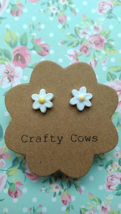 £2.50 Tiny daisy earrings  little daisies flower by TheCraftyCowShed