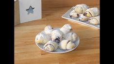 Jam and walnuts crescent rolls (Cornulete cu gem si nuca) Crescent Rolls, Food Cravings, Cinnamon Rolls, Food Videos, Food To Make, Muffin, Cooking Recipes, Unt, Breakfast