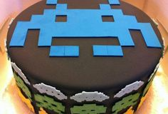 Space Invaders cake-10 old-school video game cakes that'll make you want to eat your controller