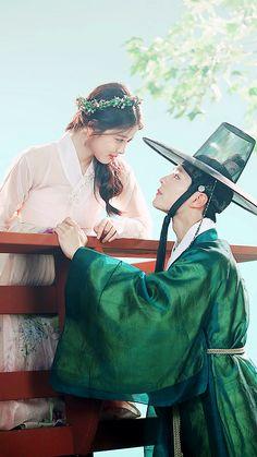 Korean Traditional Dress, Traditional Outfits, Kpop Couples, Cute Couples, Drama Korea, Korean Drama, Kim Yoo Jung Park Bo Gum, Cute Korean Fashion, Moonlight Drawn By Clouds