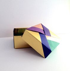 Paper box with inner lid R by SelectShopNORA on Etsy #origami #paper #box #Japan #handmade