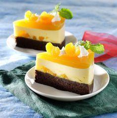 Sajian istimewa seperti puding cake cokelat jeruk yang memiliki kombinasi cake nan lembut dengan segarnya puding tentu menjadi hidangan yang dinantikan. Pudding Desserts, Pudding Recipes, My Recipes, Cake Recipes, Dessert Recipes, Pork Recipes, Puding Oreo, Puding Cake, Cassava Cake
