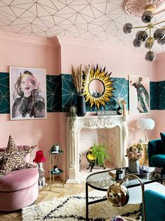 House Tour: A Fabulously Daring Home, which Effortlessly Mixes Lashings of Colour and Pattern | Audenza Teal Living Rooms, Eclectic Living Room, Living Room Decor, Quirky Living Room Ideas, Living Room Theaters, Quirky Decor, Metallic Wallpaper, Geometric Wallpaper, Ceiling Decor