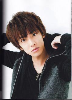 """Sato Takeru - a.a """"Rurouni Kenshin"""" Takeru Sato, Rurouni Kenshin, Gackt, Girls Anime, Happy Boy, Japanese Boy, Hanyu Yuzuru, Asian Actors, Kimono Fashion"""