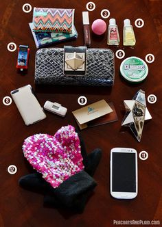 What's in my purse? Winter Kleenex style edition. #KleenexStyle