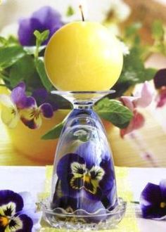 Create amazing centerpieces with wine glasses and candles. Do it yourself, and turn wine and champagne glasses into elegant candle holders. Centerpieces With Wine Glasses, Table Centerpieces, Centrepieces, Wine Glass Candle Holder, Wine Glass Crafts, Beautiful Candles, Pillar Candles, Flower Arrangements, Decorations