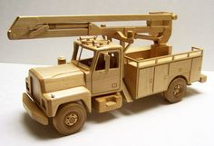 Truck Wooden Toy Trucks, Wooden Car, Wooden Blocks, Woodworking Toys, Woodworking Projects, Best Kids Toys, Toy Craft, Wood Toys, Wood Crafts