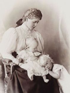 A very sweet portrait of Queen Marie with Princess Elisabeth (left) and Prince Carol.