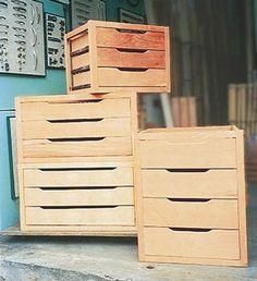 Coloque o tampo: cubra os gaveteiros com a prancha. Se quiser pendurar vestid...