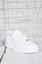 """Nike """"Air Force 1"""" Flache Sneaker in Weiß bei Urban Outfitters"""
