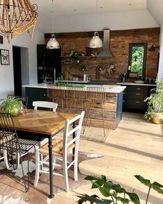 s kitchen redesign 30 inspirations. Kitchen Diner Extension, Open Plan Kitchen, New Kitchen, Kitchen Dining, Layout Design, Casa Patio, Floor Decor, Rustic Kitchen, Kitchen Modern