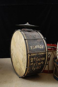 "French Vintage Drum - Grosse caisse de la fanfare ""l'indépendante"" du 2ème canton de Reims - France - 1903  http://www.vintageandrare.com/category/Drums-Percussion-216"