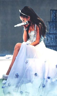 Ariana Grande The Honeymoon Tour absolutely gorgeous Ariana Grande Fotos, Concert Ariana Grande, Ariana Grande Pictures, Princesse Disney Swag, Adriana Grande, Photo Star, Ariana Grande Wallpaper, Scream Queens, Dangerous Woman