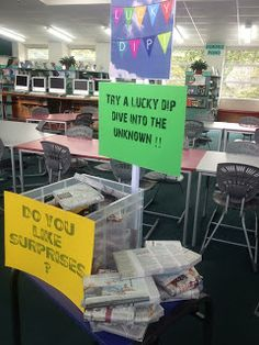 Library Displays--lots of ideas blog