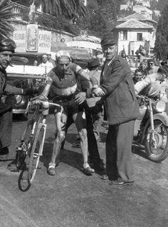 Fausto Coppi after a fall. Real Racing, Bike Poster, Retro Bike, Vintage Cycles, Classic Image, Cargo Bike, Bicycle Race, Old Bikes, Bike Parts