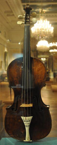 File:Violine Leopold Mozarts Wien SAM 1043.jpg