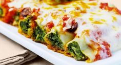 Cannelloni with spinach and ricotta filling - Noodles always go! These cannelloni filled with spinach and ricotta are an Italian delight. The sim - Veggie Recipes, Pasta Recipes, Vegetarian Recipes, Dinner Recipes, Cooking Recipes, Healthy Recipes, Cheese Recipes, Cannelloni Ricotta, Gastronomia