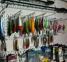 Yakima Bait POEs Cedar Wood Tuna Plug 7 1//2-Inch 2 1//2-Ounce Rainbow