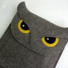Macbook Air 13インチスリーブ / Owl (フクロウ) by Isabelle Dansereau