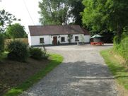 Irish Traditional Cottage in Best Central Location for Touring Ireland, Ireland / Co. Home Exchange, Irish Cottage, Irish Traditions, Cottages, Touring, Vacations, Ireland, Places To Visit, Sidewalk