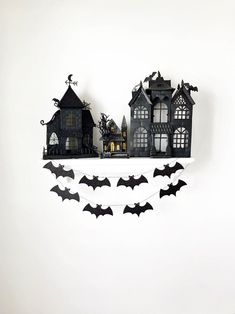 This sparkly bat garland is the perfect addition to your holiday decor! Halloween Mantel, Halloween Garland, Halloween Magic, Halloween Candles, Halloween Home Decor, Halloween Bats, Halloween House, Holidays Halloween, Halloween Themes