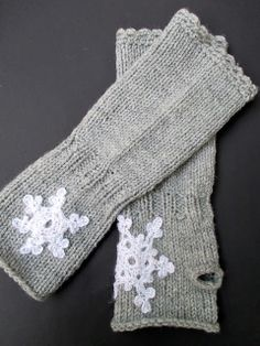 Lovely idea by VMSomⒶ KOPPA to stitch crocheted snowflakes on your mittens