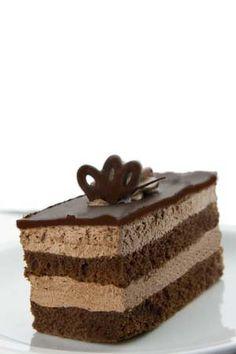 Layered Gluten Free Chocolate Mousse Cake Recipe - http://glutenfreerecipebox.com/gluten-free-chocolate-mousse-cake/ #glutenfree #glutenfreerecipes
