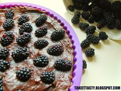Pyszna kokosowa tarta z kakaowym kremem i jeżynami :) Lovely coconut tart with cocoa cream and blackberries :)