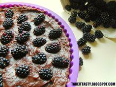 Pyszna kokosowa tarta z kakaowym kremem i jeżynami :) Lovely coconut tart with cocoa cream and blackberries :)