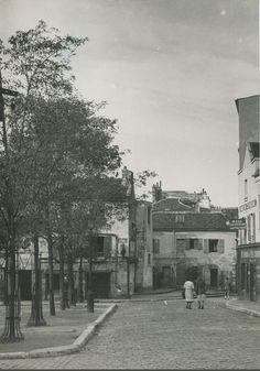 La place du Tertre en 1939, presque déserte...  (Paris 18ème)