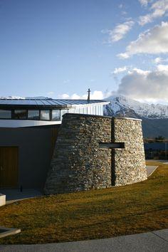 Image 5 of 14 from gallery of Wanaka Catholic Church / Sarah Scott Architects Ltd. Photograph by Karen Dennis