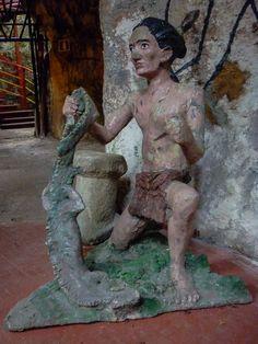Otra escultura que no refleja el estilo de vida de los aborígenes en Cuba.