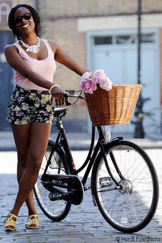 Jools rides a Pashley Princess Sovereign © Horst Friedrichs –Cycle Style by Horst A Friedrichs is published by Prestel