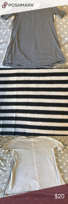 e727638c5ab Comfy striped Lululemon top Perfect by itself or for layering The size dot  is missing but