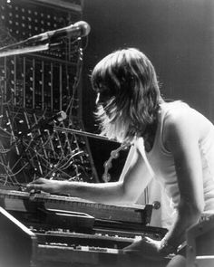 Live picture show Scott Hansen, Psychedelic Bands, Greg Lake, Emerson Lake & Palmer, Recording Studio Design, Live Picture, Somebody To Love, British Rock, Progressive Rock